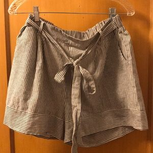 🍁Comfy, cute gray pin stripe shorts 🍁